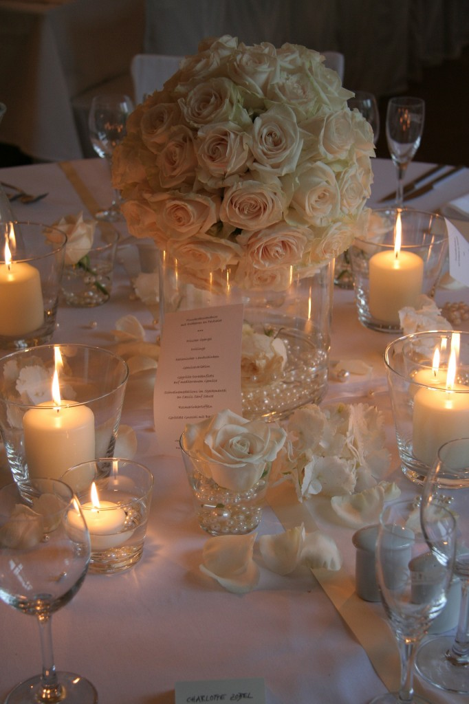 Ideas and styles for an elegant wedding blogs avenue for Elegant wedding table centerpieces
