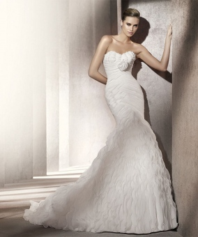 hourglass wedding dress