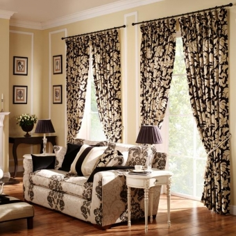 Decorating Ideas for Drapes on Walls